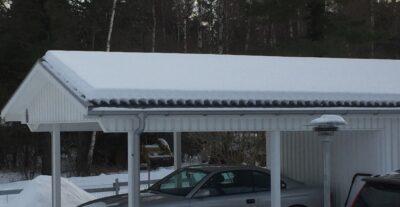 tak på carport med snö