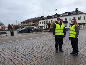 'Stadsvärdar på plats i Borgholm i påsk – ska påminna om vikten av att hålla avstånd' bild